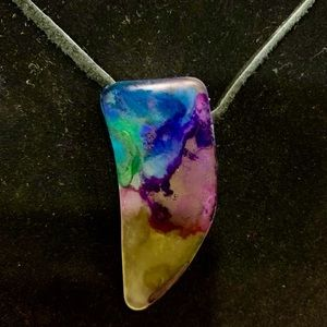 Jewelry - Beautiful hand stained sea glass necklace!💕